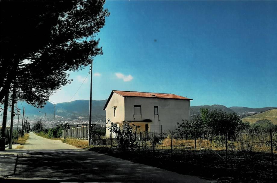Stabile/Palazzo Piana degli Albanesi 98